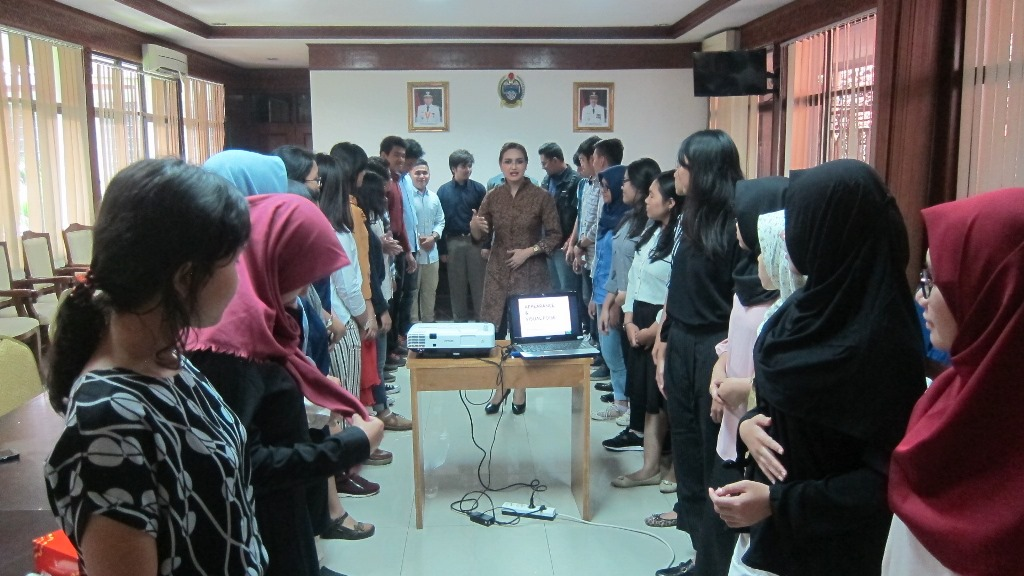 public-speaker-16