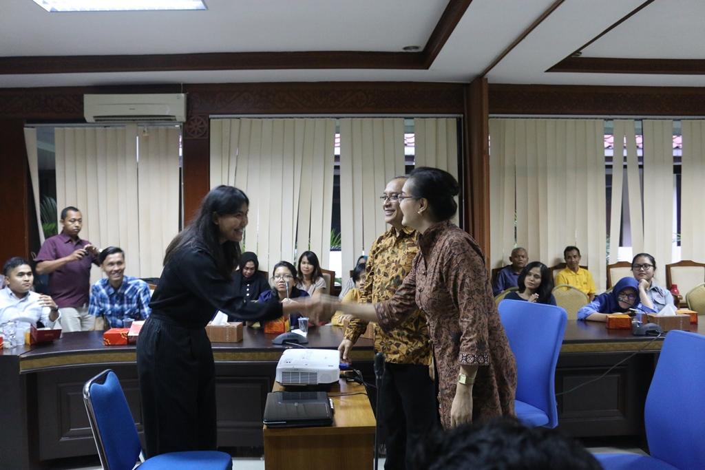 public-speaker-22